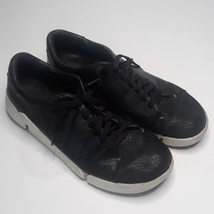 Womens 8.5 Clarks Black Textured lace up sneaker